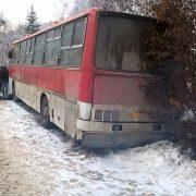 На Прикарпатті туристичний автобус знесло з дороги, інший — у кюветі
