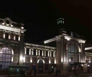 В Івано-Франківську підсвітили залізничний вокзал (ФОТОФАКТ)