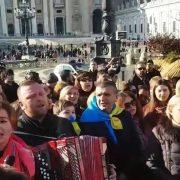 """""""Нова радість…"""": українці у Ватикані масово виконали колядку (відео)"""