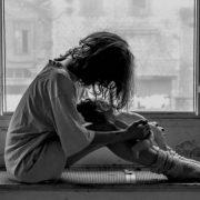 Була вся в крові: 11-річну дівчинку із ДЦП жорстоко побили біля школи