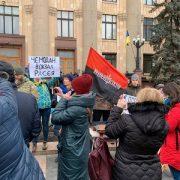 """""""Чемодан, вокзал…"""" Проросійський мітинг у Харкові закінчився, не розпочавшись. Зупиняли як могли"""
