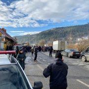 На Прикарпатті люди блокують дорогу «Мукачеве-Івано-Франківськ-Львів» (ФОТО)