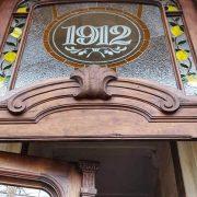 Варіації з лимонами: у франківську пам'ятку повернули реставровані двері 1912 року