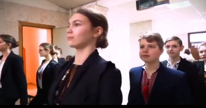 """Результат пошуку зображень за запитом школярі зняли відео на підтримку української мови і """"підірвали"""" мережу"""