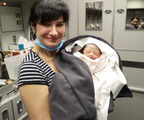 Українка прийняла пологи на борту літака Qatar Airways. Жінка приховала вагітність