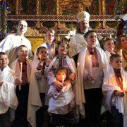 На Прикарпатті за один день охрестили цілу сім'ю – двох батьків та 10 дітей