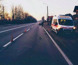 """На Прикарпатті автомобіль збив пішохода: чоловік помер у """"швидкій"""". ФОТО"""