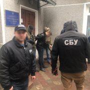 На одержанні хабара затримано посадовця Івано-Франківської поліції (фото)