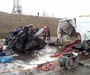 Жахлива автотроща біля Львова: у масштабній ДТП зіштовхнулися 6 авто, багато постраждалих (фото)
