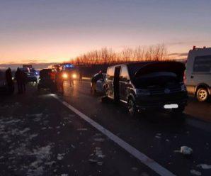 Бус із українцями розбився в масштабній ДТП в Угорщині, є жертви (+ФОТО, ВІДЕО)