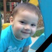 Маленький янгол пішов на небо: вітчим жорстоко розправився з 2-річним малюком