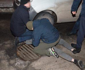 СБУ затримала на вимаганні грошей учасників злочинної групи на Івано-Франківщині (фото)