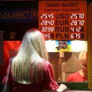 В Україні різко подорожчає долар: експерт розповів про очікування від курсу валют