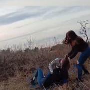 Не поділили хлопця: в мережу потрапило відео жорстокої бійки двох неповнолітніх