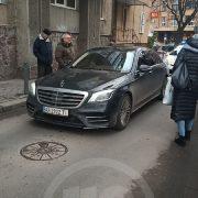 """В центрі Івано-Франківська водій """"Мерседесу"""" заснув під час руху (фото)"""