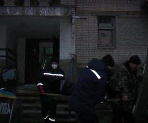 В центрі Івано-Франківська у зачиненому підвалі виявили труп невідомого чоловіка