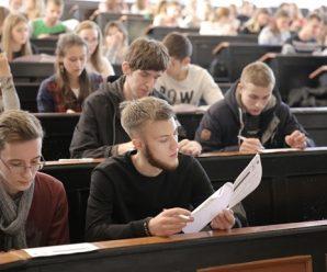 У МОН засудили виселення студентів з гуртожитків на час карантину