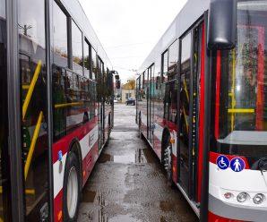На Прикарпатті з вівторка місто запустить спеціальні рейси в райони, щоб довозити медиків