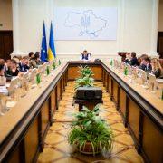 В Україну – тільки на авто. Кабмін шокував українців рішенням. Через два дні