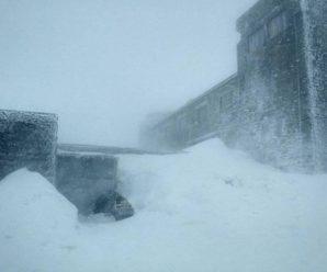 У Карпатах намело більш як метр снігу