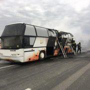 В Угорщині посеред траси спалахнув автобус, котрий віз українських заробітчан (фото, відео)