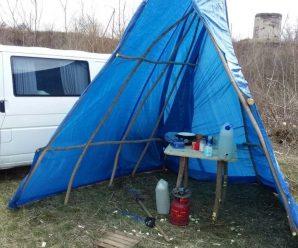 Українець повернувся з Італії та поселився біля річки, аби не заразити дружину і дітей (ФОТО)