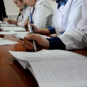 Чотири пари щодня: як вчаться на карантині у Франківському медичному коледжі