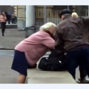 Бив головою об бетон: батько жорстоко знущався над донькою-підлітком. Ніхто не захистив