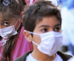 В Україні 12-річна дівчинка заразилася коронавірусів на дитячому майданчику