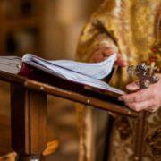 """""""Буде проводити богослужіння."""" Священик з коронавірусом пішов на скандальний крок. Не довіряє"""