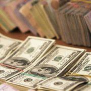 Чи потрібно скуповувати долари зараз: економіст розказав, що буде із курсом валют