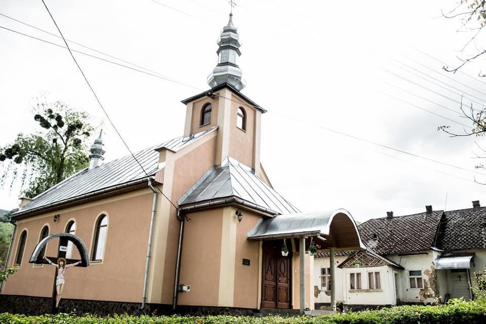 У поширенні інфекції підозрюють церкву