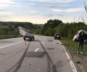 На Тисмениччині зіткнулися дві автівки – Renault злетів у кювет. ФОТО / ВІДЕО