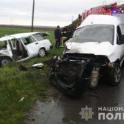 Автомобіль розірвало та викинуло з траси, все у крові: між селами сталась жахлива трагедія (фото)