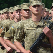 Українських юнаків призиватимуть до війська за бажанням