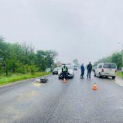 Поліція Долинщини розшукує водія, який збив скутериста та втік з місця аварії (ФОТО)