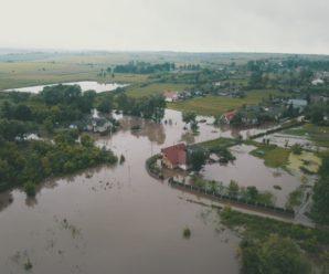 В Обертині підтоплено понад 100 домогосподарств: рятувальники допомагають місцевим мешканцям (фото)