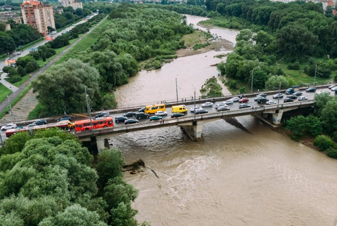В Івано-Франківську на сьогоднішній день почали відступати паводки. Рівень річки Бистриця знизився на 1,5 метра.