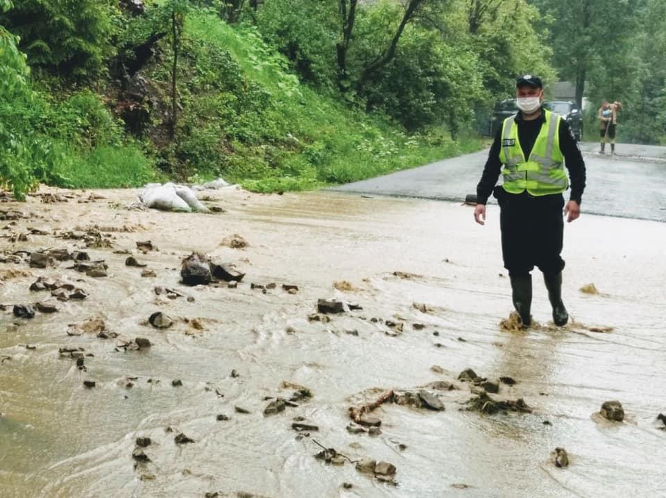 На Прикарпатті уже підтоплені 73 населені пункти (ФОТО)
