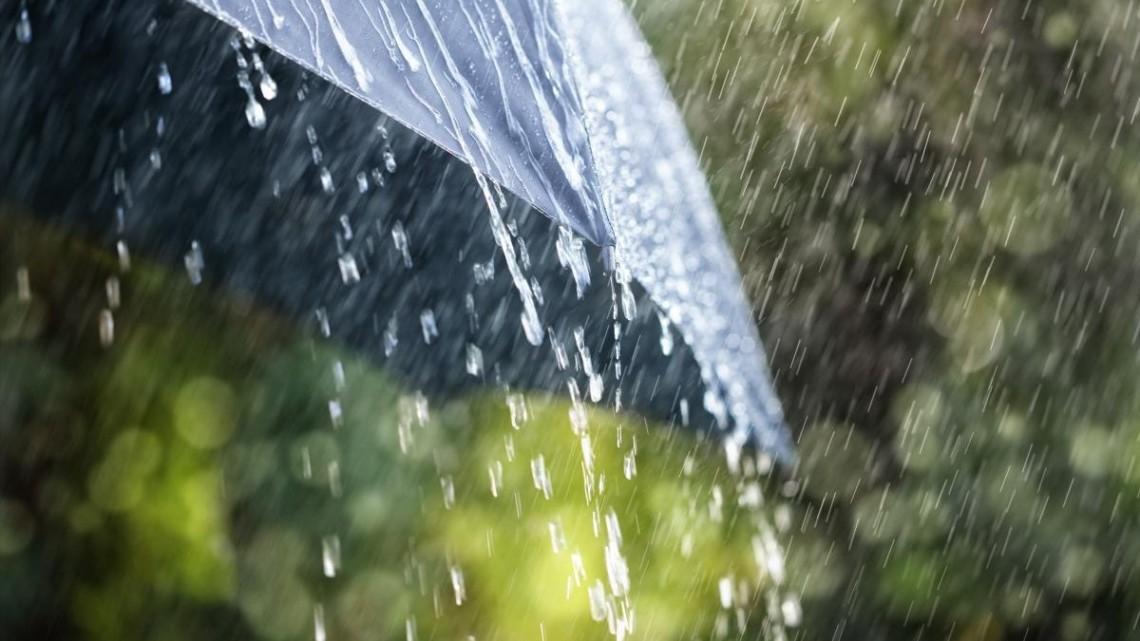 Погода в Україні 30 червня значно погіршиться. У більшості регіонів очікуються грози з градом і шквалисті пориви вітру.