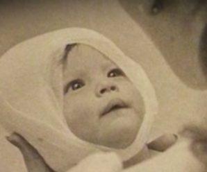 38 років 2 жінки зберігали цей дорогоцінний знімок. Причина зачепить вас до глибини душі!