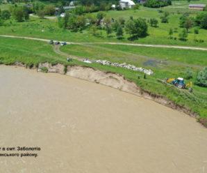Негода на Прикарпатті: у Ворохті – зруйнована через зсув ґрунту дорога , а в Заболотові вода руйнує дамбу