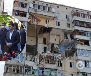 Зеленський передав ключі від 12 квартир постраждалим від вибуху у Києві