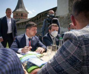 """Зеленський придумав новий спосіб, як """"напакувати"""" Україну іноземцями – """"Ми просто цього літа…"""""""
