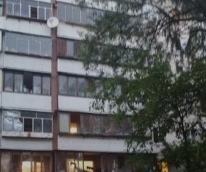 Дві 2-річні дитини випали з вікон, одна загинула