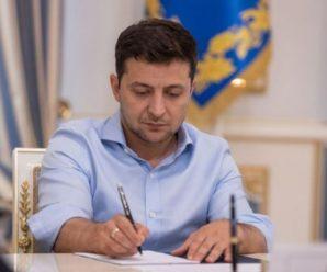 Зеленський ініціює законодавчі зміни, що дозволять школярам із ОРДЛО вступати до вишів без ЗНО