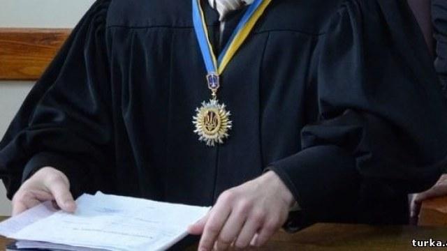Суддя Єзерський живе без рахунків у банках