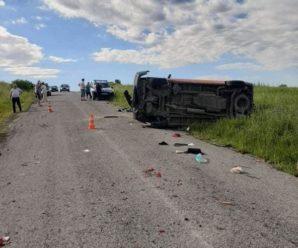 На Прикарпатті авто з'їхало в кювет. Одна людина загинула, а ще двоє – травмовані (ФОТО)