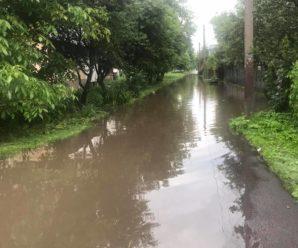 Найменший дощ – і вулиця Будівельників у Калуші пливе