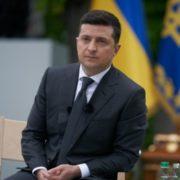 Вилучення військової техніки: Зеленський вимагає від правоохоронців реакції на дії ДБР